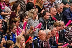 30-10-2016 NED: Oskam Taurus - Flynth Flamingo's Activia (FAST), Houten<br /> De ploeg uit Houten Taurus dwong FAST tot een vijfsetter en behaalde daarmee haar eerste punt van het seizoen / support publiek Flamingo