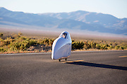 Cecilia Kowalik in de Micro Moby. In Battle Mountain (Nevada) wordt ieder jaar de World Human Powered Speed Challenge gehouden. Tijdens deze wedstrijd wordt geprobeerd zo hard mogelijk te fietsen op pure menskracht. Ze halen snelheden tot 133 km/h. De deelnemers bestaan zowel uit teams van universiteiten als uit hobbyisten. Met de gestroomlijnde fietsen willen ze laten zien wat mogelijk is met menskracht. De speciale ligfietsen kunnen gezien worden als de Formule 1 van het fietsen. De kennis die wordt opgedaan wordt ook gebruikt om duurzaam vervoer verder te ontwikkelen.<br /> <br /> Cecilia Kowalik in the Micro Moby. In Battle Mountain (Nevada) each year the World Human Powered Speed ​​Challenge is held. During this race they try to ride on pure manpower as hard as possible. Speeds up to 133 km/h are reached. The participants consist of both teams from universities and from hobbyists. With the sleek bikes they want to show what is possible with human power. The special recumbent bicycles can be seen as the Formula 1 of the bicycle. The knowledge gained is also used to develop sustainable transport.