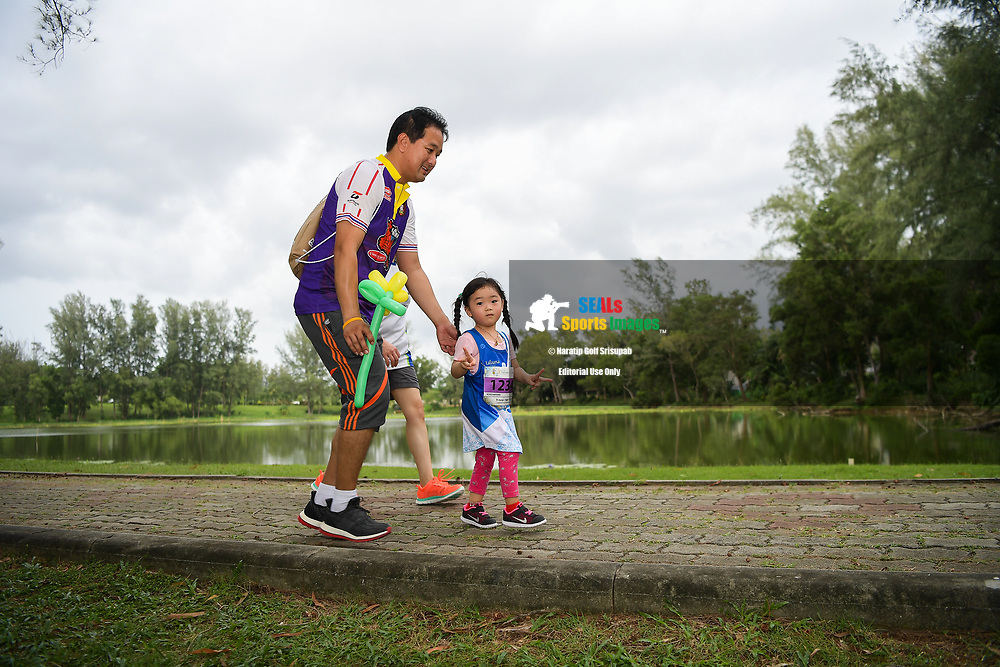 PHUKET, THAILAND - JUNE 09: Parents and kids in action during the 2KM Kids Run on Day 1 at the 13th Laguna Phuket Marathon 2018, Phuket, Thailand on June 09, 2018. <br /> <br /> (Photo by: Naratip Golf Srisupab/SEALs Sports Images)<br /> <br /> Any image use must include a mandatory credit line adjacent to the content which should read: Naratip Golf Srisupab/SEALs Sports Images