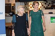 Prins Friso Ingenieursprijs uitgereikt aan Maja Rudinac oprichter van Robot Care systems.<br /> <br /> Prince Friso Engineer Award awarded to Maja Rudinac, founder of Robot Care systems.<br /> <br /> Op de foto: <br />  Prinses Beatrix en prinses Mabel // Princess Beatrix and princess Mabel