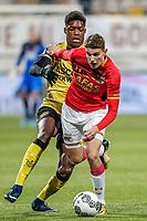 (L-R) Tsiy William Ndenge of Roda JC, Guus Til of AZ Alkmaar