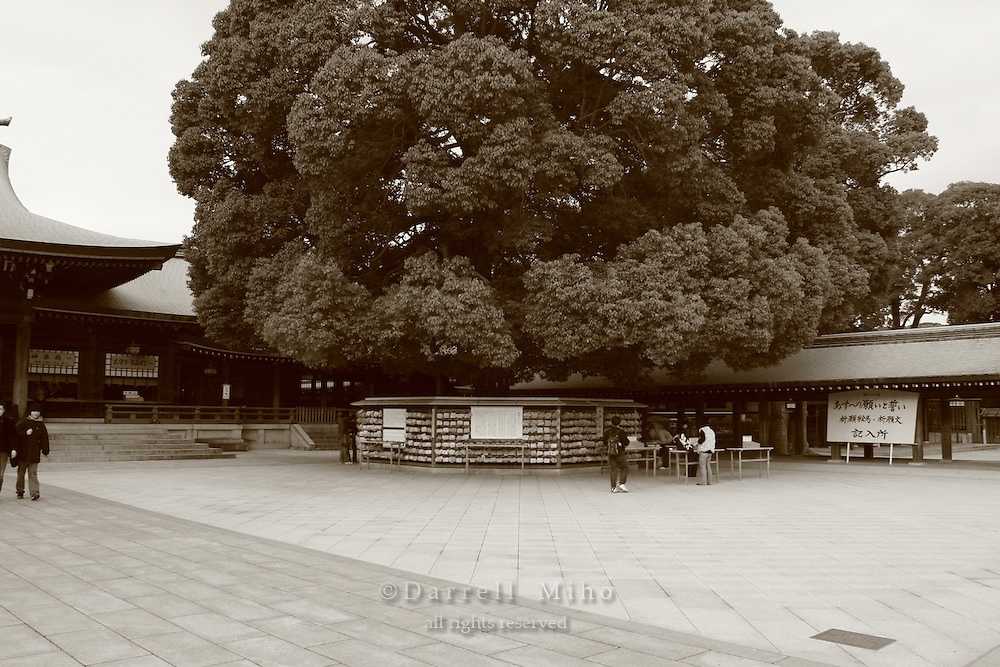 Mar 7, 2006; Tokyo, JPN; Shibuya.Courtyard at the Meiji-jingu Temple and Garden...Tokyo's most venerable and refined Shinto shrine honors the Emperor Meiji and his empress...Photo credit: Darrell Miho