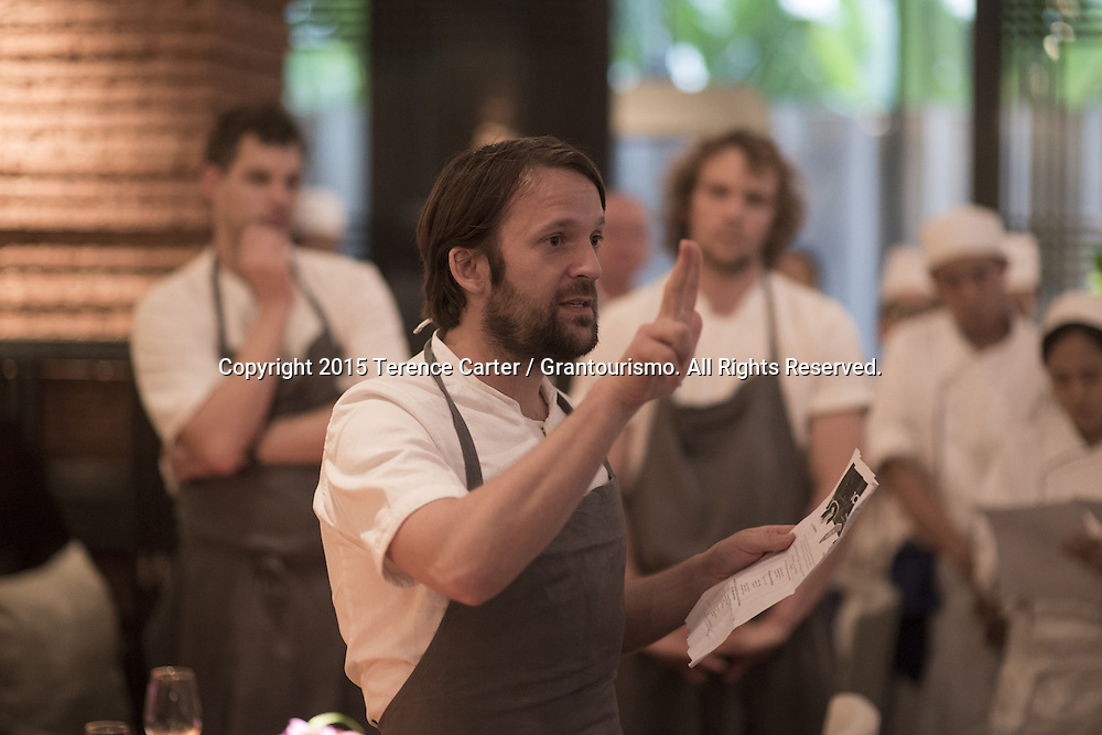 Pre-service briefing begins. René gives a pep talk to the team about the philosophy behind the project as many of the restaurant's staff are unaware just how many of the world's best chefs have swapped restaurants on this day. The chefs were also unaware that Chef David Thompson was cooking in Paris that evening. Copyright 2015 Terence Carter / Grantourismo. All Rights Reserved.