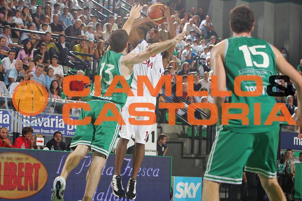 DESCRIZIONE : Treviso Precampionato Lega A1 2006-07 Memorial Bortoletto Benetton Treviso Cska Mosca <br /> GIOCATORE : Holden <br /> SQUADRA : Cska Mosca <br /> EVENTO : Precampionato Lega A1 2006-2007 Memorial Bortoletto <br /> GARA : Benetton Treviso Cska Mosca <br /> DATA : 27/09/2006 <br /> CATEGORIA : Tiro <br /> SPORT : Pallacanestro <br /> AUTORE : Agenzia Ciamillo-Castoria/S.Silvestri