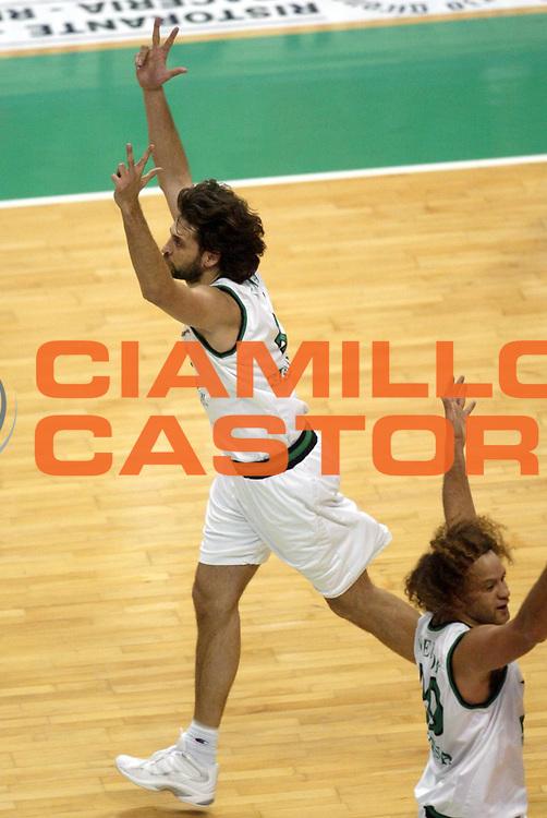 DESCRIZIONE : Siena Lega A1 2005-06 Montepaschi Siena Benetton Treviso <br /> GIOCATORE : Nicola <br /> SQUADRA : Montepaschi Siena <br /> EVENTO : Campionato Lega A1 2005-2006 <br /> GARA : Montepaschi Siena Benetton Treviso <br /> DATA : 22/01/2006 <br /> CATEGORIA : Esultanza <br /> SPORT : Pallacanestro <br /> AUTORE : Agenzia Ciamillo-Castoria/L.Moggi
