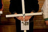 Roma 27 Marzo 2015.<br /> Via Crucis dei detenuti, nel carcere di Rebibbia N.C. nell'ambito delle iniziative della Quaresima di Carità a cura della Caritas Diocesana di Roma, con la Croce di Lampedusa realizzata con i materiali dei barconi che hanno trasportato i migranti e benedetta da Papa Francesco.<br /> Rome, Italy. 27th March 2015<br />  Way of the Cross of convicts in the prison Rebibbia NC, under the initiatives of the Lent of Charity, promoted by Caritas of Rome, with the Cross Lampedusa made with the materials of the barges that carried migrants and blessed by Pope Francis.