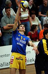 22-04-2003 VOLLEYBAL: PIET ZOOMERS DYNAMO - OMNIWORLD: APELDOORN<br /> Finale play-offs Piet Zoomers wint het landkampioenschap / Wytze Kooistra<br /> ©2003-Ronald Hoogendoorn