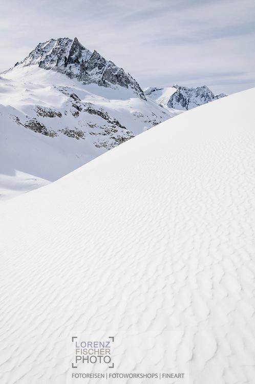 Impressionen einer Skitourenwoche im Gebiet der Rotondo-Hütte mit Blick Richtung Chüebodenhorn.