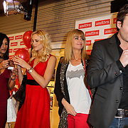 NLD/Amstelveen/20120216 - Presentatie Charityarmband Rode Kruis, Sarissah Lingg, Yfke Sturm, Daphne Deckers en Micheal Lingg
