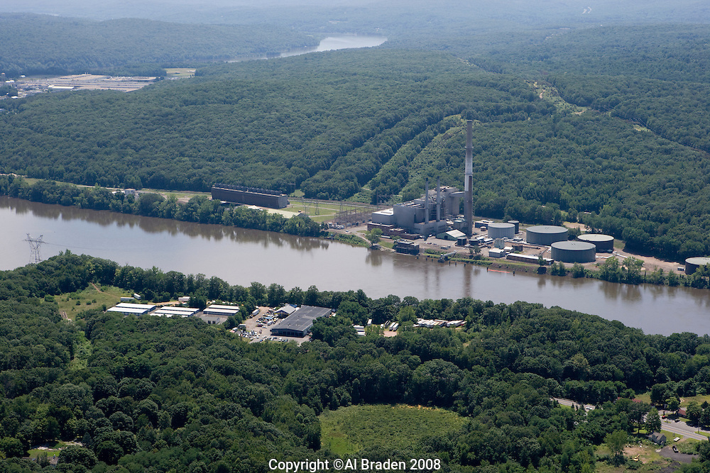 Oil fired power plant southeast of Middletown
