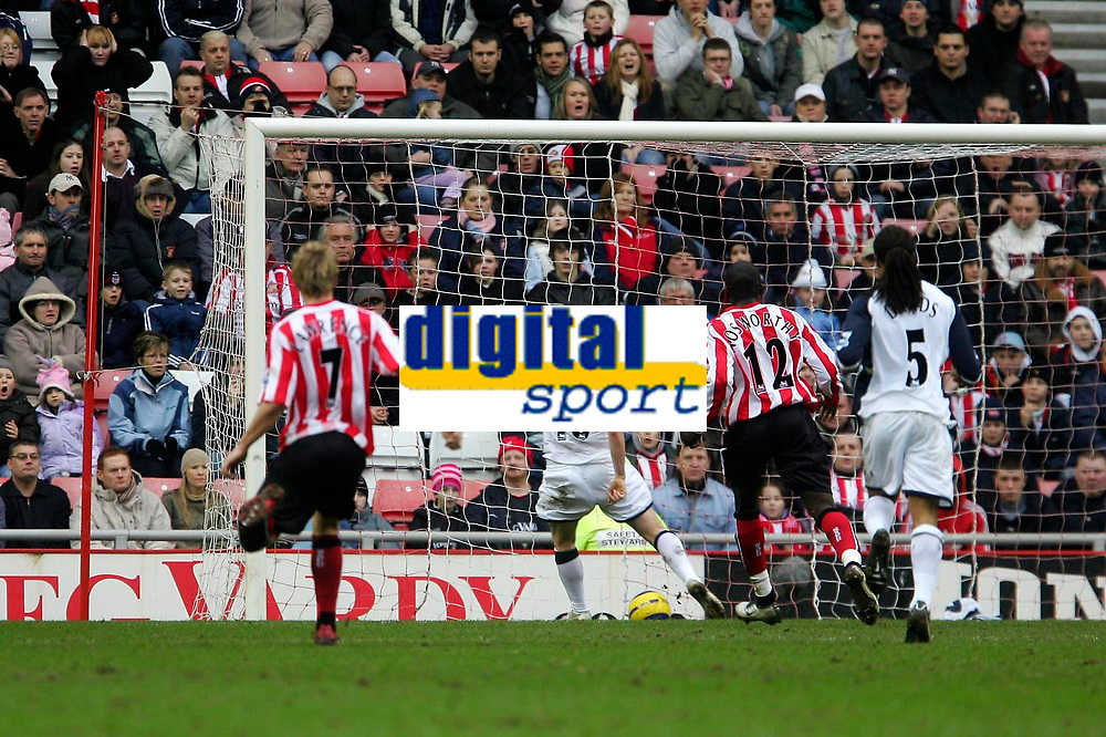 Photo: Andrew Unwin.<br /> Sunderland v Tottenham Hotspur. The Barclays Premiership. 12/02/2006.<br /> Tottenham's Robbie Keane (#10) scores his team's first goal.