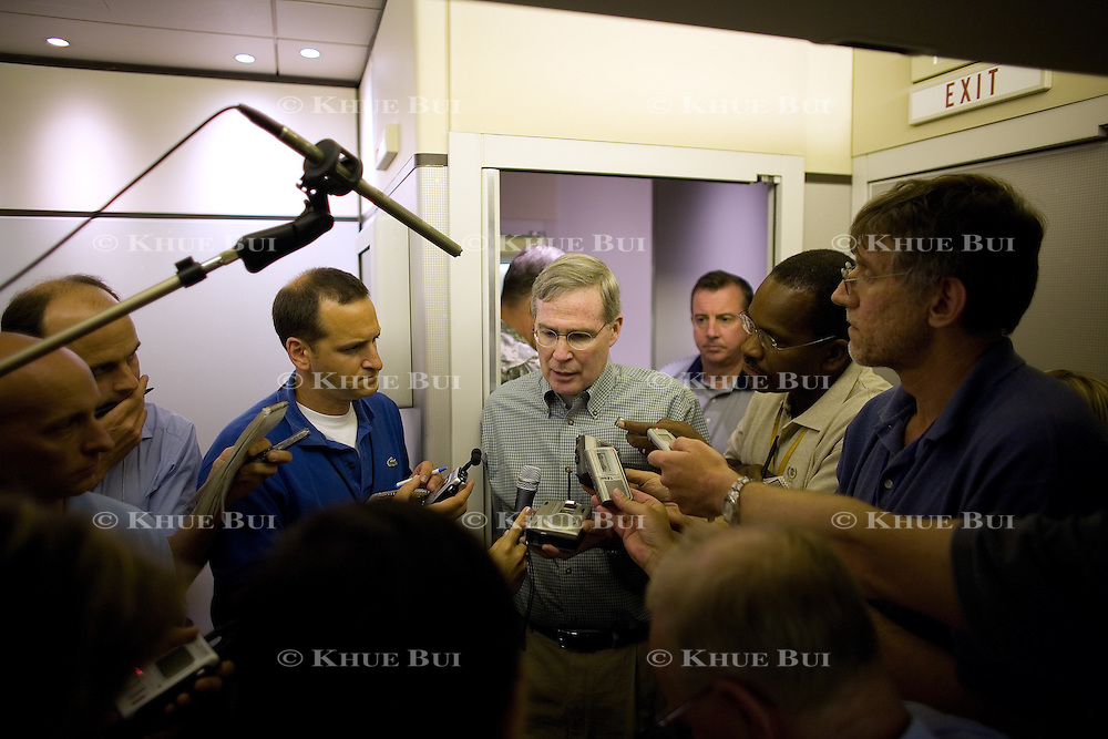 National Security Advisor Stephen Hadley, Presidents Iraq and Afghanistan coordinator Lt. General Douglas Lute, and Counselor to the President Ed Gillespie brief reporters about President Bush's trip to Iraq Sunday, September 2, 2007, aboard Air Force One...Photo by Khue Bui
