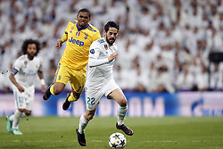 (l-r) Douglas Costa of Juventus FC, Isco of Real Madrid during the UEFA Champions League quarter final match between Real Madrid and Juventus FC at the Santiago Bernabeu stadium on April 11, 2018 in Madrid, Spain