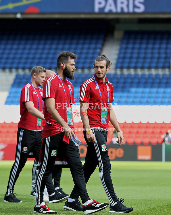 PARIS, FRANCE - Friday, June 24, 2016: Wales' Joe Ledley and Gareth Bale during a training session at the Parc des Princes ahead of the Round of 16 UEFA Euro 2016 Championship match against Northern Ireland. (Pic by David Rawcliffe/Propaganda)