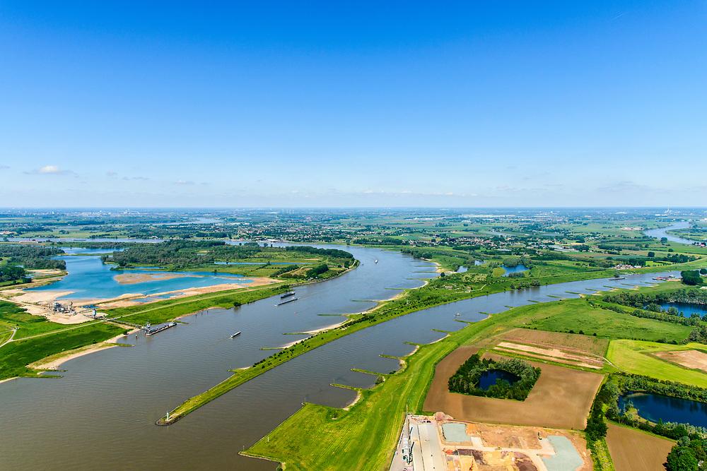 Nederland, Gelderland, Gemeente Lingewaard, 29=0502019; de Pannerdensche Kop. De Rijn splitst zich hier in Waal (links, richting Nijmegen) en Pannerdensch Kanaal (rechts, overgaand in Neder-Rijn richting Arnhem). Op de landtong Fort Pannerden, onderdeel van de Nieuwe Hollandse Waterlinie. <br /> The Rhine bifurcates into river Waal and Pannerdensch Channel (right, becoming Lower Rhine direction of Arnhem). The former Fort Pannerden is located about halfway between the headland.<br /> <br /> luchtfoto (toeslag op standard tarieven);<br /> aerial photo (additional fee required);<br /> copyright foto/photo Siebe Swart