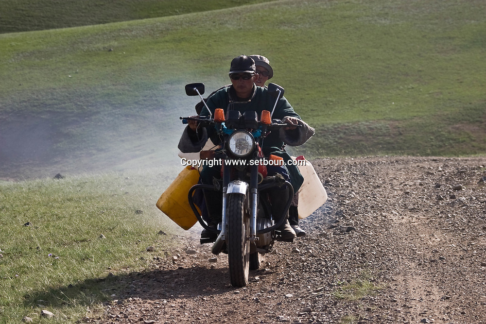 Mongolia. motorbike in The Orkhon river  valley    Hahorin - Mongolia  near water falls/nomade a moto dans la vallÈe de líOrkhon    Karakorum - Mongolie pres des chutes d eau/L0009350D
