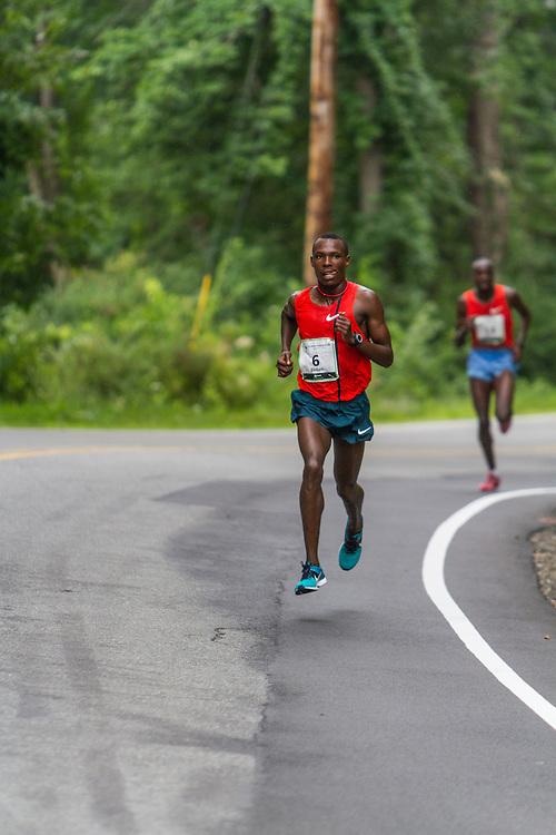 Bedan Karoki Muchiri, Kenya, on way to victory with one mile to go