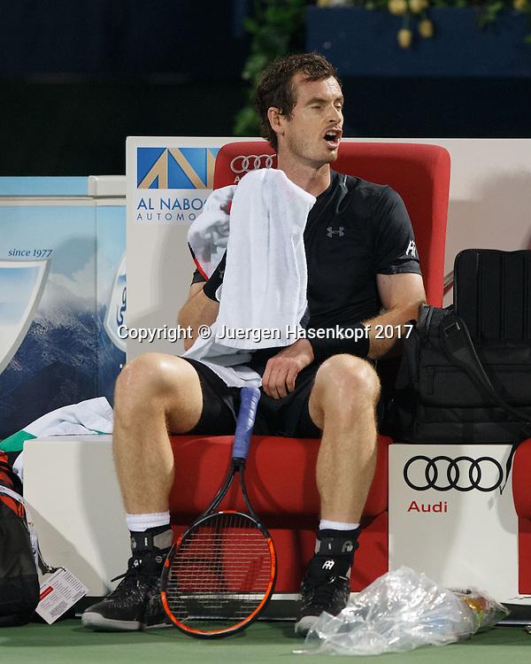 ANDY MURRAY (GBR) sitzt auf der Bank waehrend Spielpause und fuehrt Selbstgespraeche,<br /> <br /> Tennis - Dubai Duty Free Tennis Championships - ATP -  Dubai Duty Free Tennis Stadium - Dubai -  - United Arab Emirates  - 3 March 2017. <br /> &copy; Juergen Hasenkopf