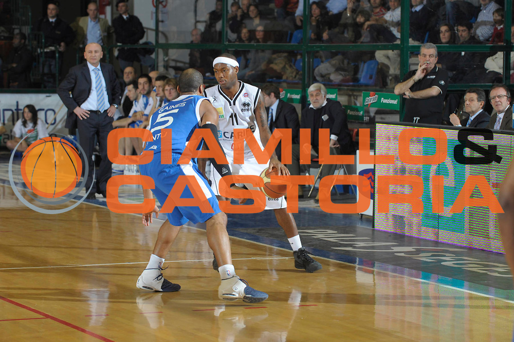 DESCRIZIONE : Ferrara Lega A1 2008-09 Carife Ferrara NGC Cantu <br /> GIOCATORE :  Andre Collins<br /> SQUADRA : Carife Ferrara<br /> EVENTO : Campionato Lega A1 2008-2009 <br /> GARA : Carife Ferrara NGC Cantu  <br /> DATA : 21/12/2008 <br /> CATEGORIA : Palleggio<br /> SPORT : Pallacanestro <br /> AUTORE : Agenzia Ciamillo-Castoria/M.Gregolin