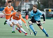 WASSENAAR - Hoofdklasse hockey heren, HGC-Bloemendaal (0-5).  Rik van Kan (HGC) met links Xavi Lleonart Blanco (Bldaal)    COPYRIGHT   KOEN SUYK