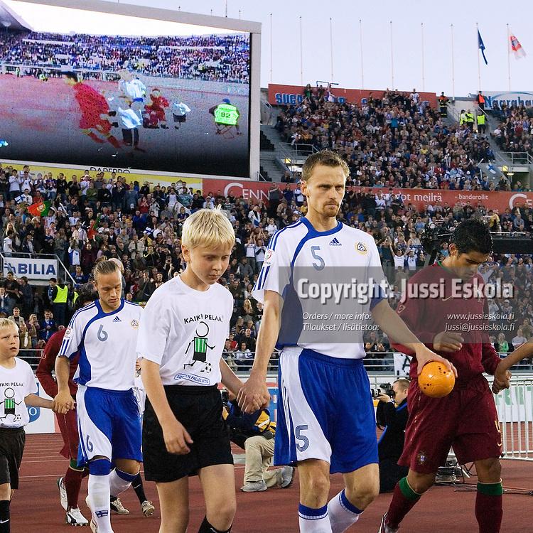 Hannu TIHINEN.&amp;#xA;Suomi - Portugali, EM-karsintaottelu, Olympiastadion, Helsinki 6.9.2006.&amp;#xA;Photo: Jussi Eskola<br />