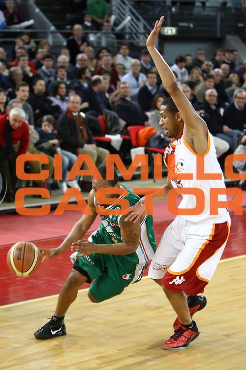 DESCRIZIONE : Roma Lega A 2009-10 Lottomatica Virtus Roma Montepaschi Siena<br /> GIOCATORE : Terrell Mc Intyre<br /> SQUADRA : Montepaschi Siena<br /> EVENTO : Campionato Lega A 2009-2010 <br /> GARA : Lottomatica Virtus Roma Montepaschi Siena<br /> DATA : 21/03/2010<br /> CATEGORIA : palleggio<br /> SPORT : Pallacanestro <br /> AUTORE : Agenzia Ciamillo-Castoria/ElioCastoria<br /> Galleria : Lega Basket A 2009-2010 <br /> Fotonotizia : Roma Campionato Italiano Lega A 2009-2010 Lottomatica Virtus Roma Montepaschi Siena<br /> Predefinita :
