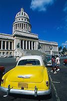 Cuba, La Havane, Voiture americaine devant le Capitole // Cuba, Havana, american car and the Capitole
