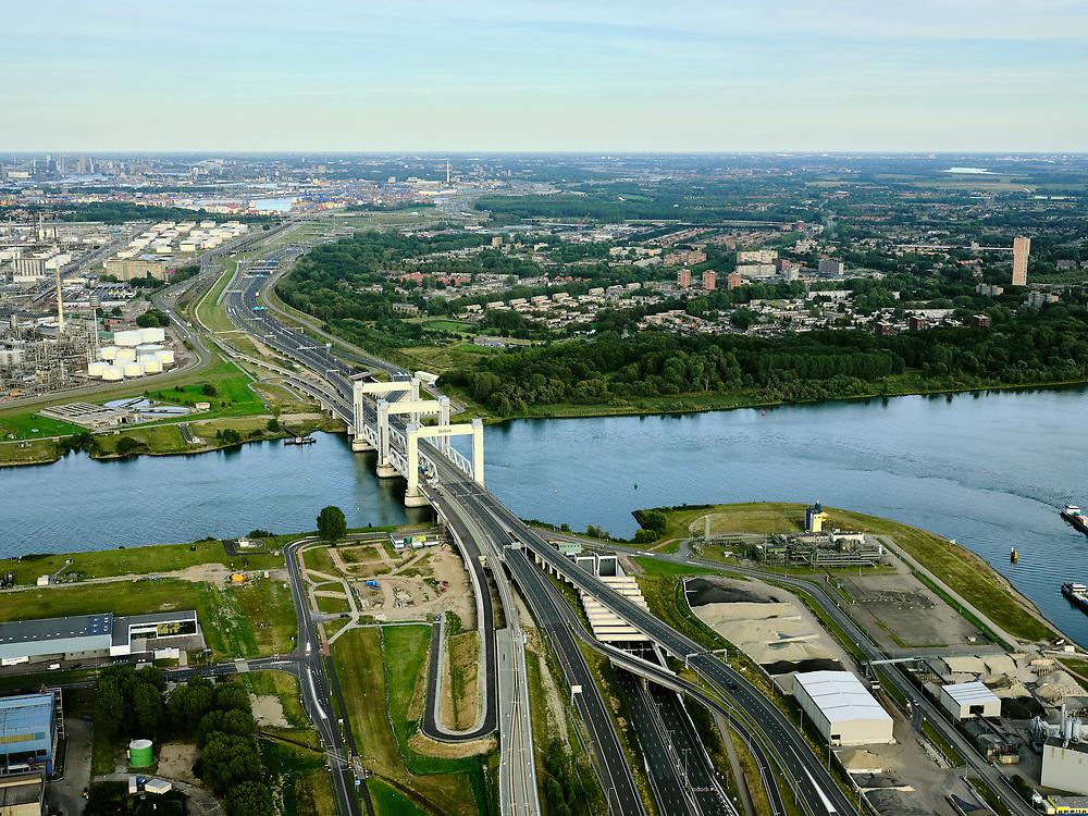 Nederland, Zuid-Holland, Rotterdam, 14-09-2019; havengebied Botlek, vernoemd naar het watergedeelte van de Oude Maas. Zicht op de Botlekbrug, hefbrug voor weg- en spoorverkeer over de Oude Maas in het Rotterdams havengebied. Recht van de weg (A15) de ingang van de Botlektunnel.<br /> Botlek, Port of Rotterdam, named after the water section of the Oude Maas. View of the Botlek bridge, lifting bridge for road and rail traffic over the Oude Maas iriver. Entrance to the Botlektunnel can be seen to the right from the road (A15).<br /> <br /> luchtfoto (toeslag op standard tarieven);<br /> aerial photo (additional fee required);<br /> copyright foto/photo Siebe Swart