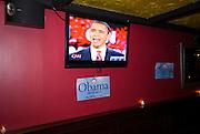 New York  Manhattan Barack Obama beim Kandidatengespraech im Fernsehen in einer Sportsbar in Manhattan..Kandidatenwahl der Demokraten in New York/USA..Fotos © Stefan Falke. Clinton / Obama Kandidatenwahl der Demokraten in den USA.New York Primary 2008