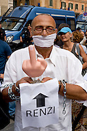 Roma 24 Giugno 2015<br /> Gli insegnanti protestano contro le riforme della scuola di Renzi, vicino  al Senato, dove giovedi il Governo Renzi ha deciso di votare la fiducia alla legge. Manifestante imbavagliato e incatenato<br /> Rome June 24, 2015<br /> The teachers are protesting against Renzi's school reforms, , close to the Senate, where the government Renzi, thursday decided to vote confidence to the law. Protester gagged and chained