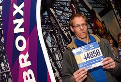 30-10-2015 USA: NYC Marathon We Run 2 Change Diabetes day 2, New York<br /> Na Expo met de groep op de fiets NY verkennen / Expo hal, inschrijving, Peter