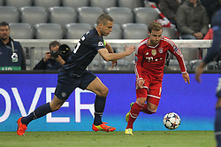 09.04.2014, Allianz Arena, Muenchen, GER, UEFA CL, FC Bayern Muenchen vs Manchester United, Viertelfinale, Rueckspiel, im Bild l-r: im Zweikampf, Aktion, mit Nemanja Vidic #15 (Manchester United) und Mario Goetze #19 (FC Bayern Muenchen) // during the UEFA Champions League Round of 8, 2nd Leg match between FC Bayern Muenchen and Manchester United at the Allianz Arena in Muenchen, Germany on 2014/04/09. EXPA Pictures &copy; 2014, PhotoCredit: EXPA/ Eibner-Pressefoto/ Kolbert<br /> <br /> *****ATTENTION - OUT of GER*****