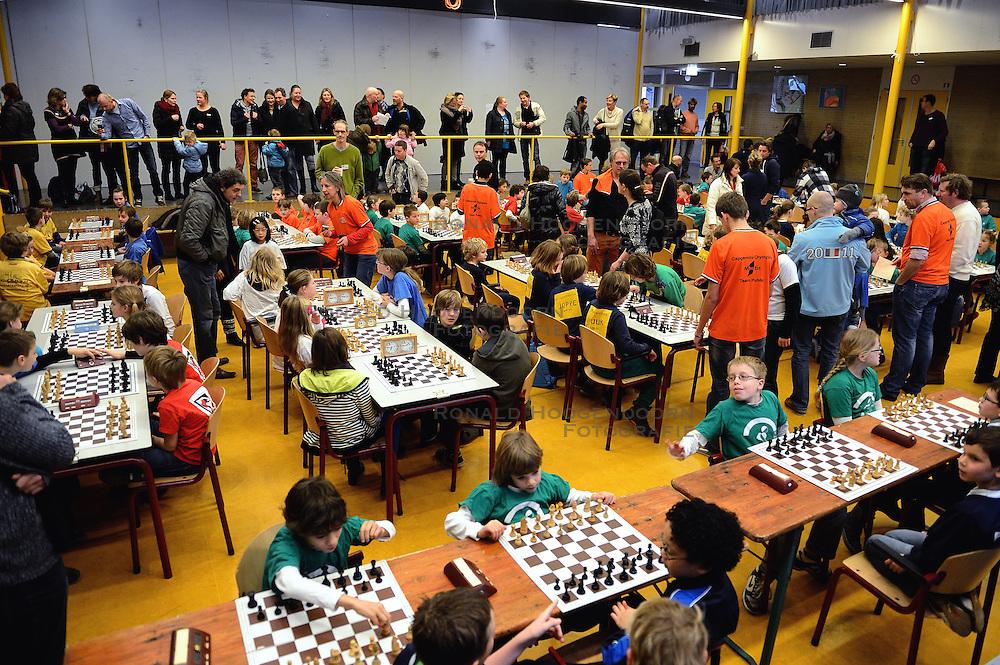 12-01-2013 SCHAKEN: SCHOOLSCHAAK TOERNOOI 2012: MAARSSEN<br /> De Pionier doet met 16 andere scholen uit de Stichtse Vecht mee aan het schoolschaak toernooi<br /> ©2013-FotoHoogendoorn.nl