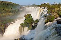 CATARATAS DEL IGUAZU, PASEO SUPERIOR, PARQUE NACIONAL IGUAZU, PROVINCIA DE MISIONES, ARGENTINA (© MARCO GUOLI - ALL RIGHTS RESERVED)