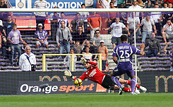 Hugo Lloris saves from Daniel Braaten. Toulouse v Lyon (2-0), Ligue 1, Stade Municipal, Toulouse, France, 1st May 2011.