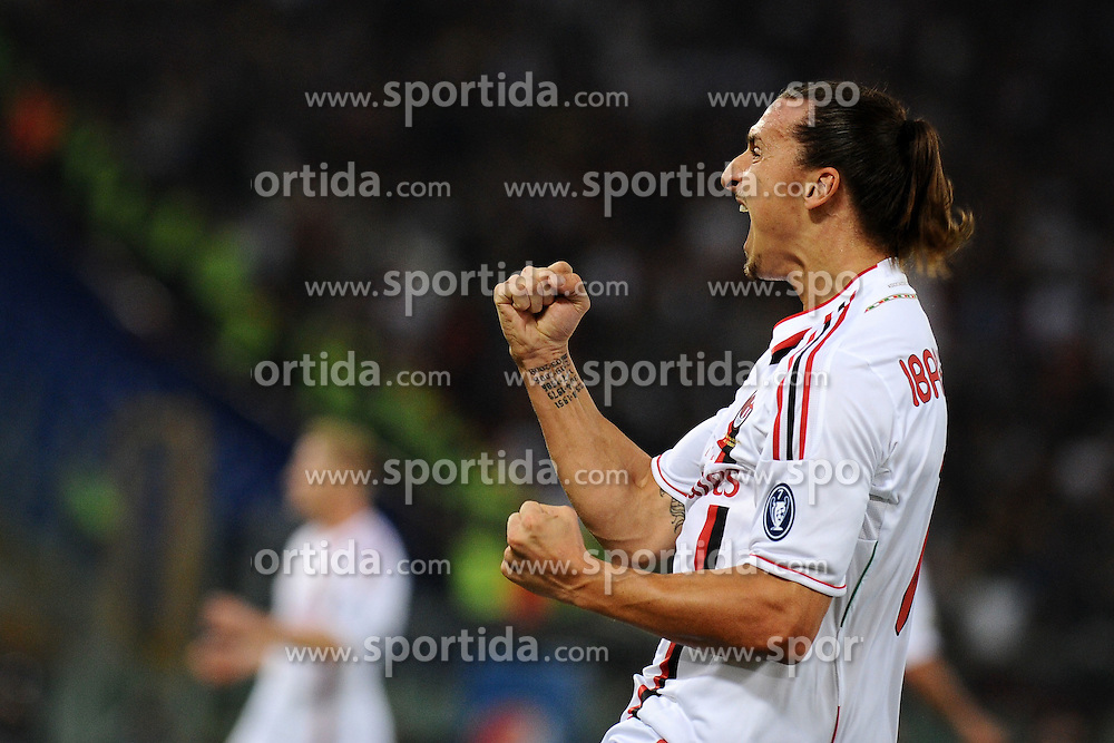 29.10.2011, Olympia Stadion, Rom, ITA, Serie A, AS Rom vs AC Mailand, im Bild Esultanza di Zlatan Ibrahimovic (Milan) dopo il gol // durin the Serie A match between AS Rom vs AC Mailand, at the Olympic Stadium, Rome, Italy on 29/10/2011. EXPA Pictures © 2011, PhotoCredit: EXPA/ InsideFoto/ Andrea Staccioli +++++ ATTENTION - FOR AUSTRIA/(AUT), SLOVENIA/(SLO), SERBIA/(SRB), CROATIA/(CRO), SWISS/(SUI) and SWEDEN/(SWE) CLIENT ONLY +++++