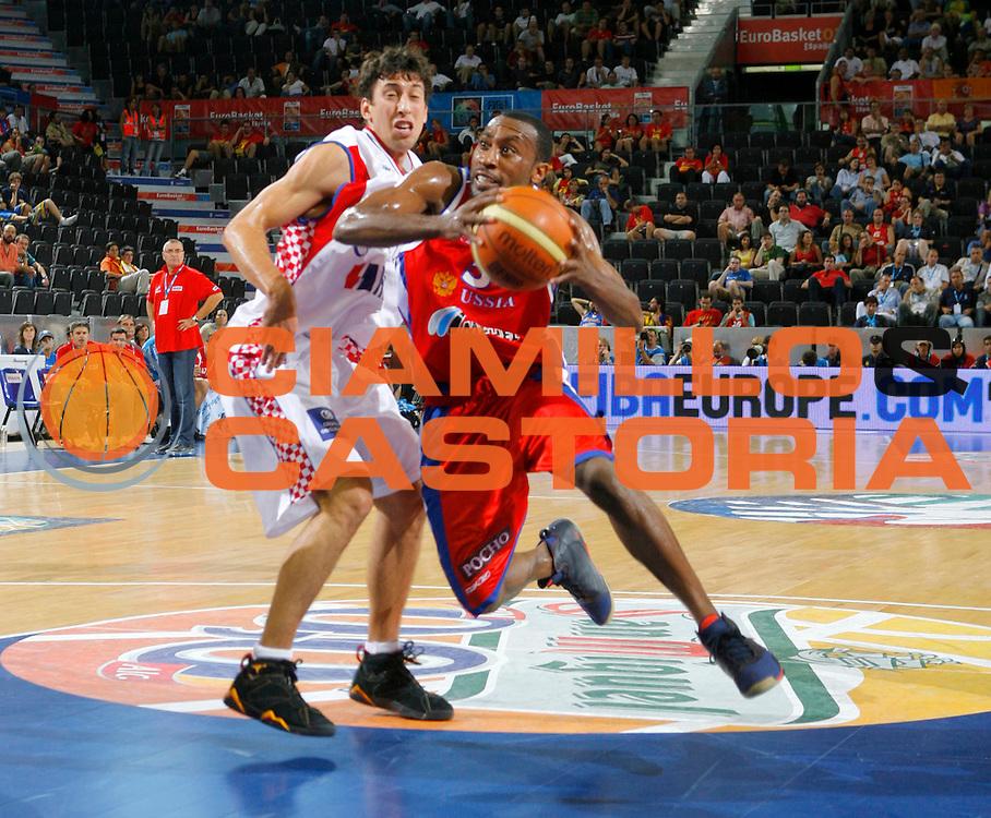 DESCRIZIONE : Madrid Spagna Spain Eurobasket Men 2007 Qualifying Round Croazia Russia Croatia Russia <br /> GIOCATORE : Jon Robert Holden <br /> SQUADRA : Russia <br /> EVENTO : Eurobasket Men 2007 Campionati Europei Uomini 2007 <br /> GARA : Croazia Russia Croatia Russia <br /> DATA : 11/09/2007 <br /> CATEGORIA : Penetrazione Fiba <br /> SPORT : Pallacanestro <br /> AUTORE : Ciamillo&amp;Castoria/T.Wiedensohler <br /> Galleria : Eurobasket Men 2007 <br /> Fotonotizia : Madrid Spagna Spain Eurobasket Men 2007 Qualifying Round Croazia Russia Croatia Russia <br /> Predefinita :