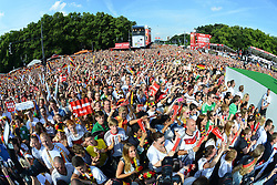 15.07.2014, Brandenburger Tor, Berlin, GER, FIFA WM, Empfang der Weltmeister in Deutschland, Finale, im Bild Fans der deutschen Nationalmannschaft (Fussball-Weltmeister 2014) // during Celebration of Team Germany for Champion of the FIFA Worldcup Brazil 2014 at the Brandenburger Tor in Berlin, Germany on 2014/07/15. EXPA Pictures © 2014, PhotoCredit: EXPA/ Eibner-Pressefoto/ Harzer  *****ATTENTION - OUT of GER*****