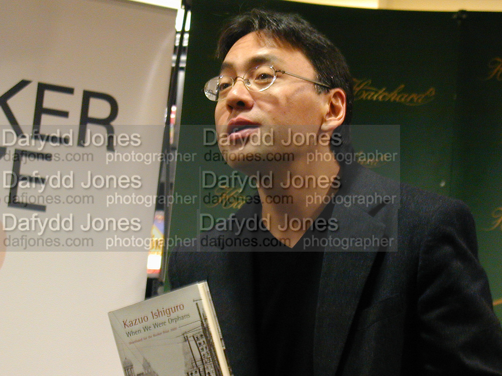 Kazuo Ishiguro. Booker prize photocall. Hatchard's. London. 7 November 2000. © Copyright Photograph by Dafydd Jones 66 Stockwell Park Rd. London SW9 0DA Tel 020 7733 0108 www.dafjones.com