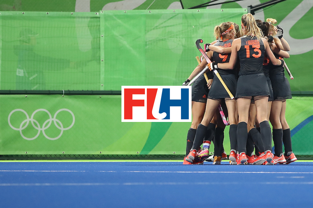 RIO DE JANEIRO, BRAZIL - AUGUST 10:  The Netherlands celebrate a goal during the women's pool A match between China and the Netherlands on Day 5 of the Rio 2016 Olympic Games at the Olympic Hockey Centre on August 10, 2016 in Rio de Janeiro, Brazil.  (Photo by Mark Kolbe/Getty Images)