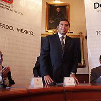 Toluca, Mex.- Jaime Almazan Delgado (izq), Comisionado de los Derechos Humanos del Estado de Mexico (CDHEM), Juan Rodolfo Sanchez Gomez (cen), Presidente Municipal de Toluca y Jose Castillo Ambriz (der), Magistrado Presidente del Tribunal Superior de Justica, durante la firma de convenio de la Comision de Derechos Humanos y el Ayuntamiento de Toluca, en Palacio Municipal . Agencia MVT / Javier Rodriguez. (DIGITAL)<br /> <br /> <br /> <br /> <br /> <br /> <br /> <br /> <br /> <br /> <br /> <br /> <br /> <br /> <br /> <br /> <br /> <br /> <br /> <br /> <br /> <br /> <br /> <br /> <br /> <br /> <br /> <br /> <br /> <br /> <br /> <br /> NO ARCHIVAR - NO ARCHIVE