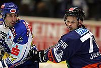Ishockey<br /> Østerrike<br /> Foto: Gepa/Digitalsport<br /> NORWAY ONLY<br /> <br /> Villach v Graz 99ers <br /> 07.11.2006<br /> <br /> Dany Bousquet (VSV) und Tommy Jakobsen (99ers)