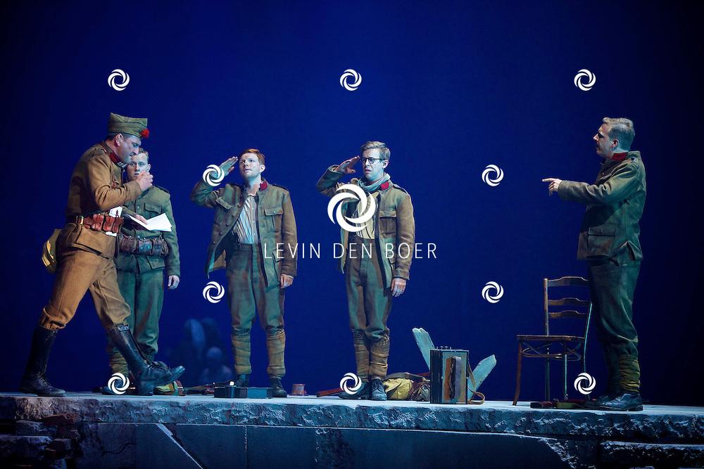 MECHELEN - In de Nekkerhal is de musical 14-18 druk met repeteren. Met hier op de foto  een scene uit de Musical 14-18. FOTO LEVIN DEN BOER - PERSFOTO.NU