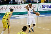 DESCRIZIONE : Scafati Lega A 2015-16 I Memorial Longobardi Sidigas Avellino Givova Scafati<br /> GIOCATORE : Taurean Green<br /> CATEGORIA : palleggio schema<br /> SQUADRA : Sidigas Avellino<br /> EVENTO : Campionato Lega A 2015-2016<br /> GARA : Sidigas Avellino Givova Scafati<br /> DATA : 12/09/2015<br /> SPORT : Pallacanestro <br /> AUTORE : Agenzia Ciamillo-Castoria/A. De Lise<br /> Galleria : Lega Basket A 2015-2016 <br /> Fotonotizia : Scafati Lega A 2015-16 I Memorial Longobardi Sidigas Avellino Givova Scafati
