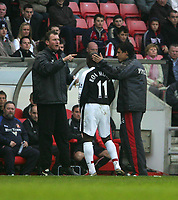 Photo: Andrew Unwin.<br /> Sunderland v Fulham. The Barclays Premiership. 04/05/2006.<br /> Fulham's Luis Boa Morte (C) is consoled by his manager, Chris Coleman (R), as he is substituted.