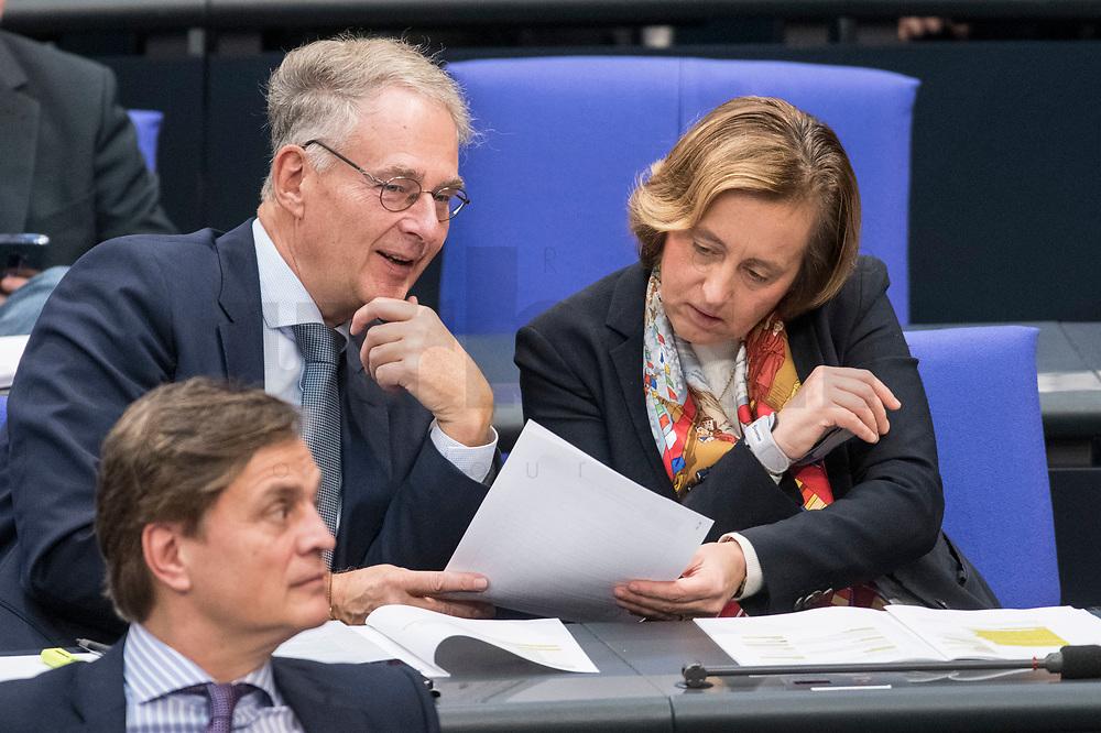 08 NOV 2018, BERLIN/GERMANY:<br /> Dr. Roland Hartwig (L), MdB, AfD, und Beatrix von Storch (R), MdB, AfD, Bundestagsdebatte zum Gesetzentwurf der Bundesregierung ueber Leistungsverbesserungen und Stabilisierung in der gesetzlichen Rentenversicherung, Plenum, Deutscher Bundestag<br /> IMAGE: 20181108-01-026<br /> KEYWORDS: Sitzung