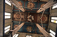 Yeshiva ( girls Jewish school) in Hara Sequira ; Jewish village  Djerba  Tunisia     /// Yeshiva pour filles  (école) dans le village juif de Hara Kebira  Djerba  Tunisie   /// R322/    L004831  /  P0008211 /// le plafond de la vielle synaguogue /// the old synaguogue