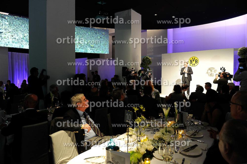 14.05.2011, U-Haus, Dortmund, GER, 1.FBL, Borussia Dortmund Meisterbankett im Bild Geschäftsführer Hans Joachim WATZKE,BVB, Ansprache auf der Bühne, //   German 1.Liga Football ,  Borussia Dortmund Championscelebration, Dortmund, 14/05/2011 . EXPA Pictures © 2011, PhotoCredit: EXPA/ nph/  Conny Kurth       ****** out of GER / SWE / CRO  / BEL ******