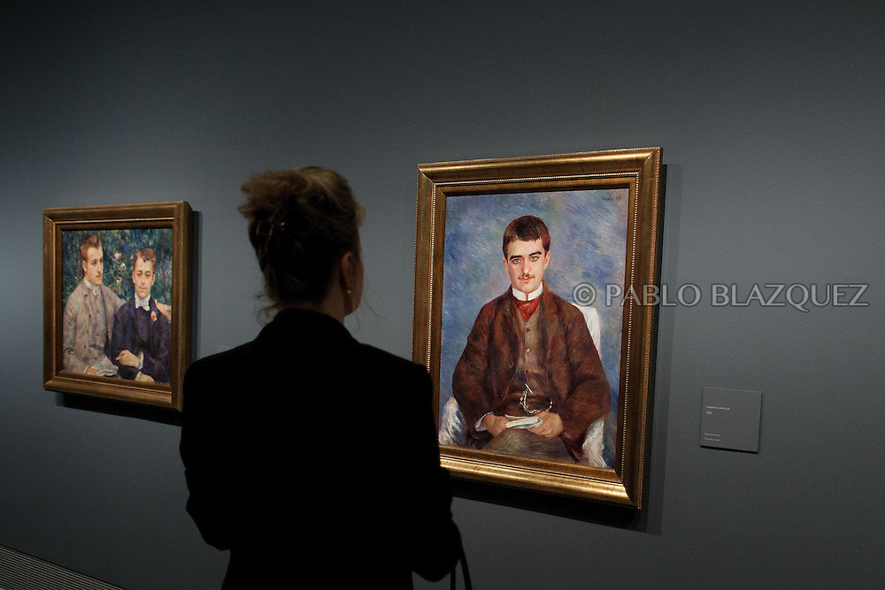 A member of the press looks at Pierre Auguste-Renoir's work 'Joseph Durand-Ruel', painted in 1882 at the Museum Thyssen-Bornemisza on October 17, 2016 in Madrid, Spain. 'Renoir: Intimacy' features 78 works by French painter Renoir (1841-1919) borrowed from museums and collections from around the world and will be open to the public from October 18, 2016 to January 22, 2017 (© Pablo Blazquez)