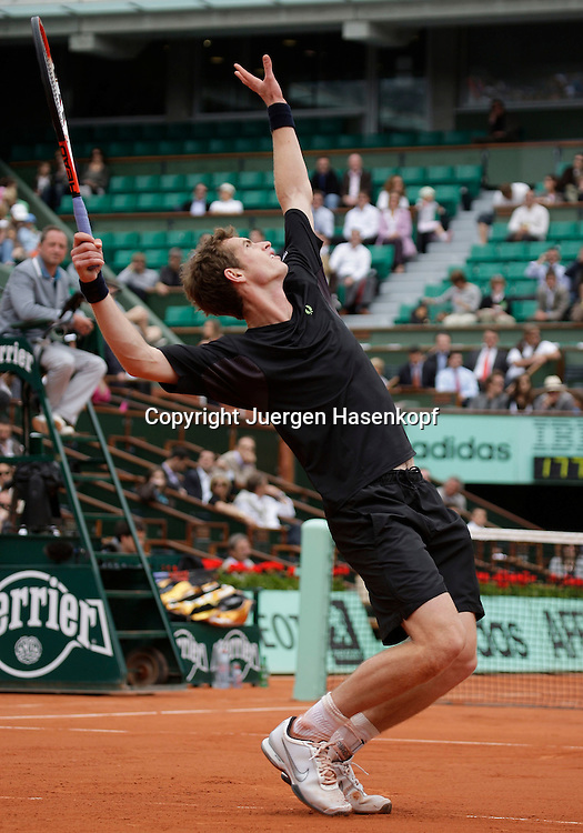 French Open 2009, Roland Garros, Paris, Frankreich,Sport, Tennis, ITF Grand Slam Tournament,<br /> Andy Murray (GBR) spielt einen Aufschlag,service,action.<br /> <br /> Foto: Juergen Hasenkopf